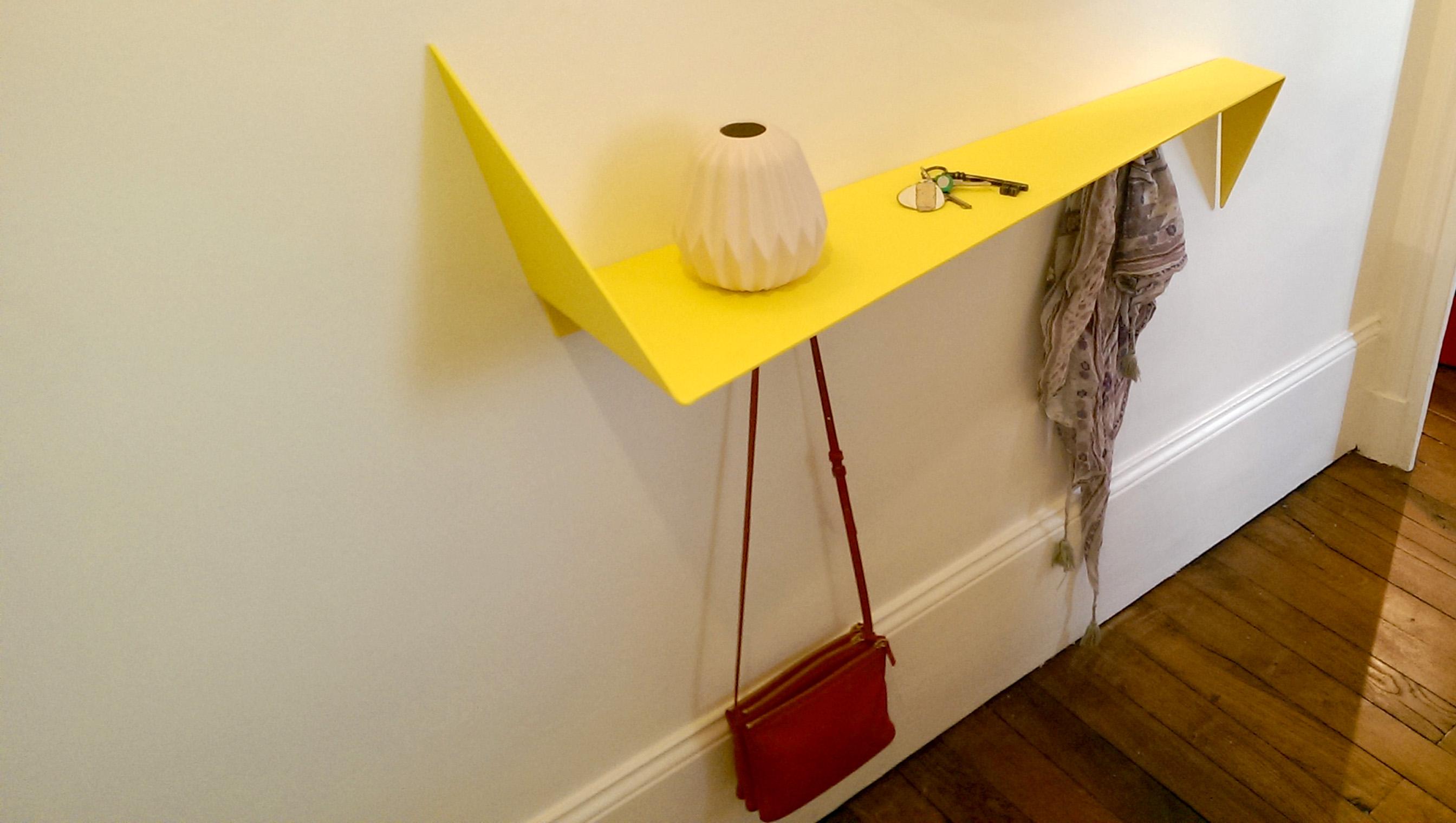 etag re en m tal avec porte sac fabricant meuble metal. Black Bedroom Furniture Sets. Home Design Ideas