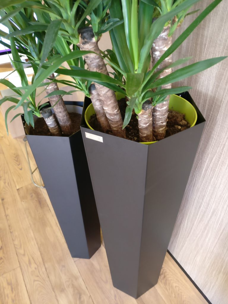 pot de fleur hexagonal fabricant meuble metal. Black Bedroom Furniture Sets. Home Design Ideas