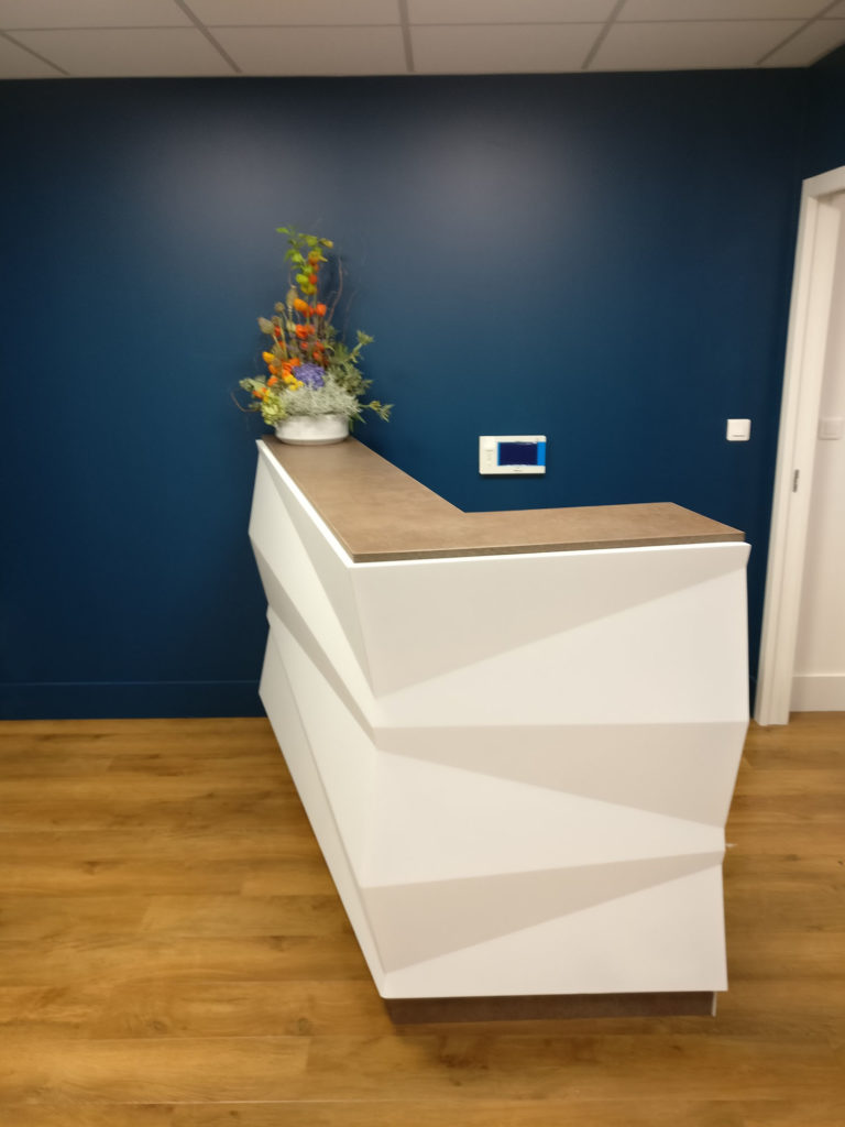 Comptoir d 39 accueil pour cabinet dentaire fabricant for Meuble cabinet dentaire