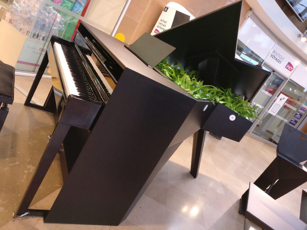 piano Dijon gare meuble métal exterieur mobilier urbain plante bac fleur