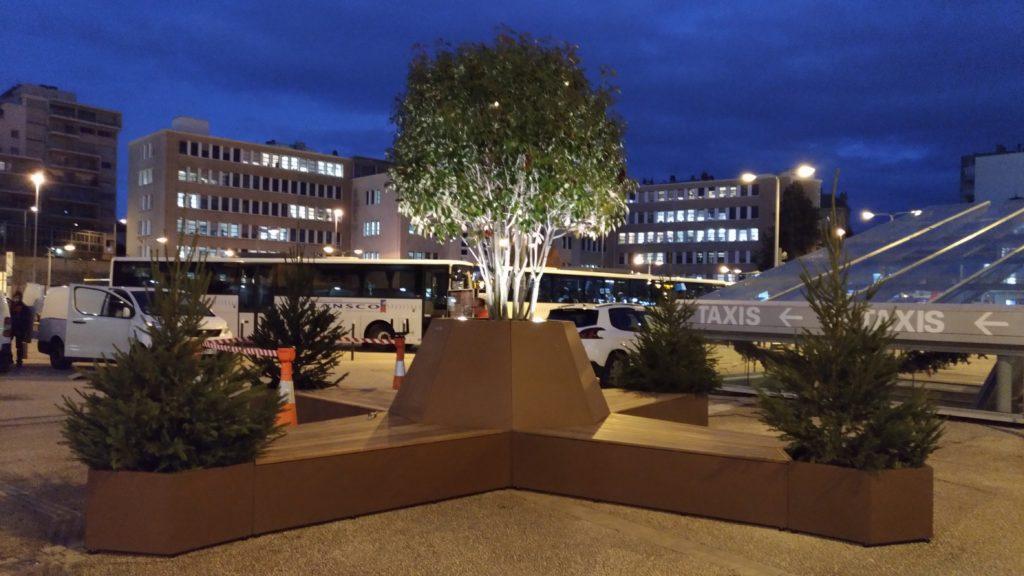 Dijon gare meuble métal exterieur mobilier urbain plante bac fleur