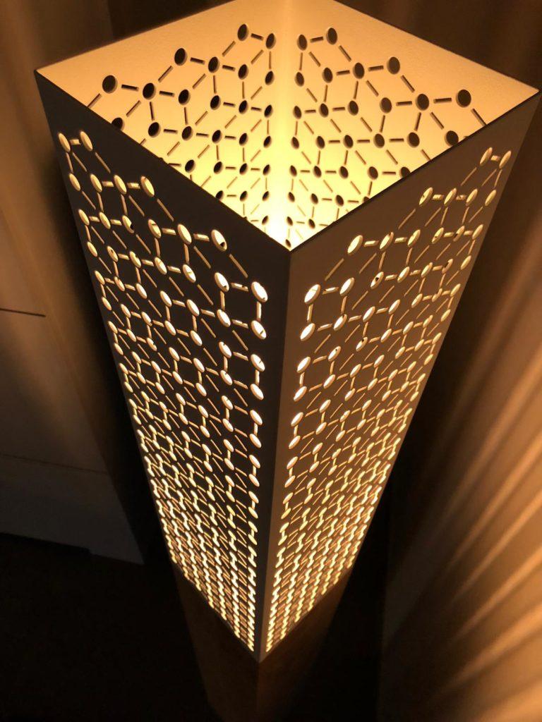 Lampe métal perforé bois France design